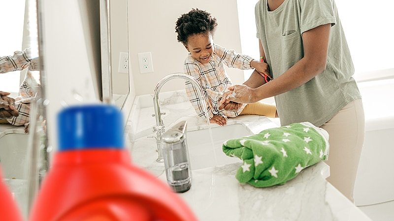 Exposure to Cleaning Products May Compromise Infants' Lungs thumbnail