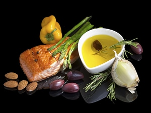 Mediterranean Diet May Cut AMD Risk by More Than a Third